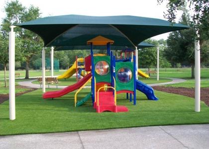 Instalación cesped artificial parques