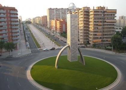 Instalación césped artificial Barcelona para espacios municipales y grandes superfícies